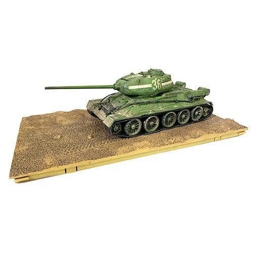 FOV801013A - 1/32 SOVIET T-34/85 MEDIUM TANK BERLIN 1945